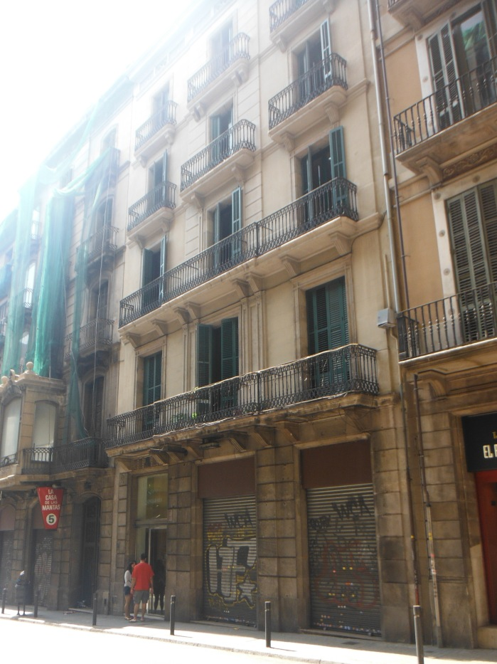 Larkcanuck.com Las Ramblas Apartments III Barcelona