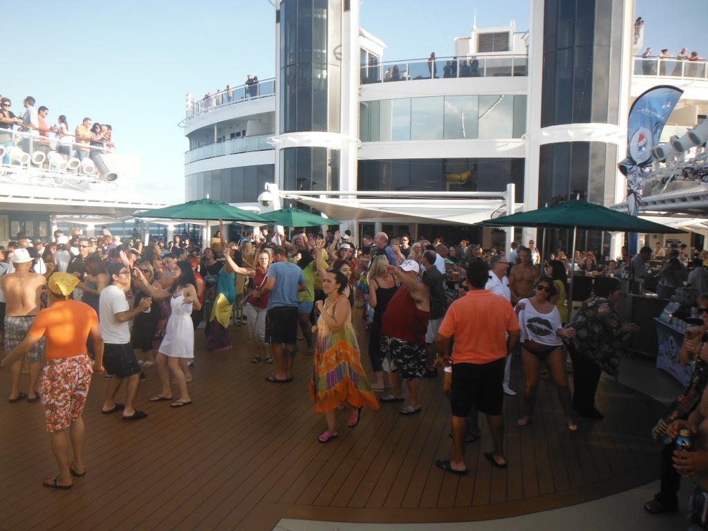 larkycanuck.com | Travel Adventures | Norwegian Cruise Line (NCL) | Deck Dance
