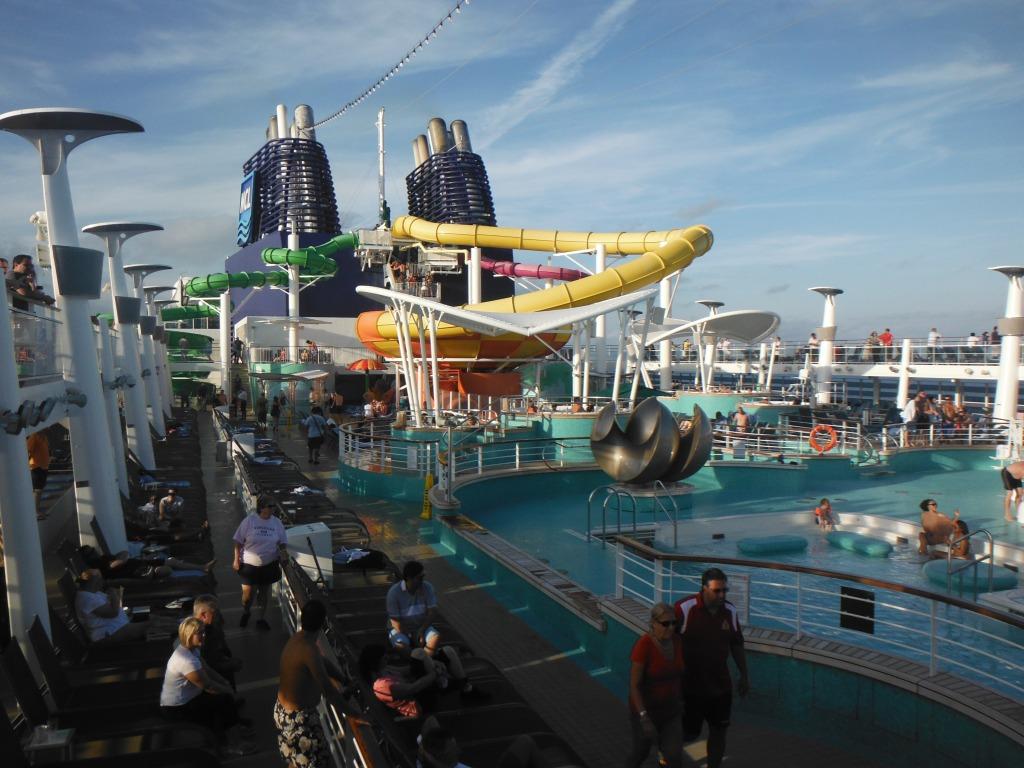 larkycanuck.com | Travel Adventures | Norwegian Cruise Line (NCL) | Deck Pool/Hot Tub