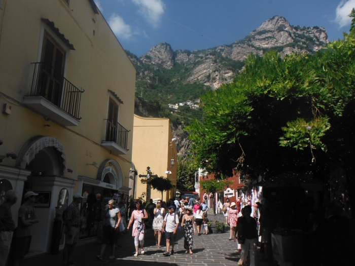 Streets of Positano(MoneySaving Tip - Make sure you exchange currency to EURO ahead of time. There are limited banks out here and many are hesitant to accept AMEX Travellers Checks in foreign currency even USD).