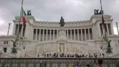 """Monumento Nazionale a Vittorio Emanuele II (National Monument to Victor Emmanuel II) or Altare della Patria (Altar of the Fatherland). Commonly known as the """"wedding cake"""" building."""